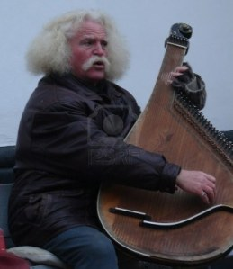 712547-street-folk-musician-with-ukrainian-instrument-bandura