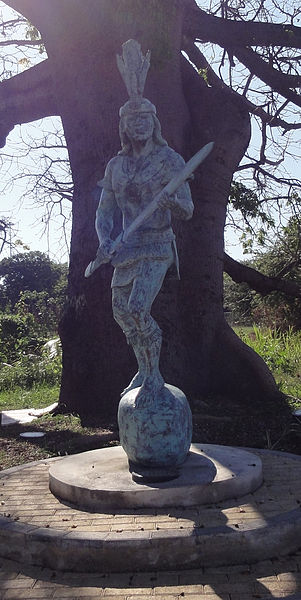301px-Estatua_de_Agüeybaná_II,_El_Bravo,_en_el_Parque_Monumento_a_Agüeybaná_II,_El_Bravo,_en_Ponce,_Puerto_Rico_(DSC02672C)