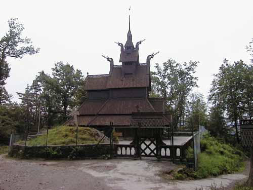 Fantoft_stavkirke_hoved